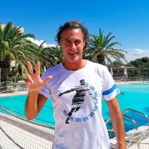 Fabio Galante veste la T-Shirt Bomber Esultanza di Piutre