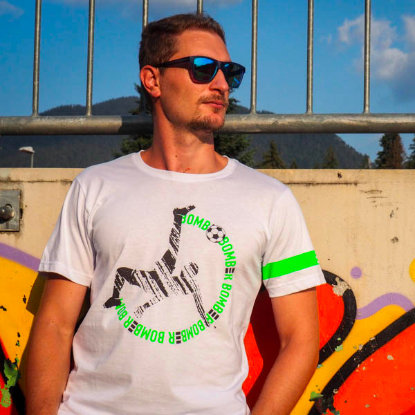 Modello Fantallenatore che indossa la maglietta Piutre Bomber Rovesciata