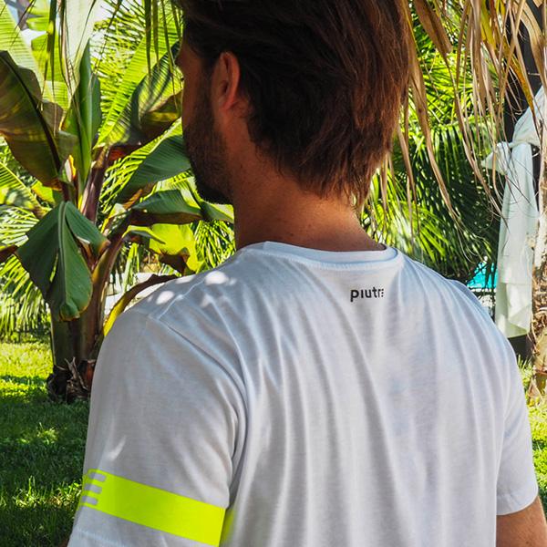 Modello che mostra il retro della maglietta Piutre linea Bomber Tiro