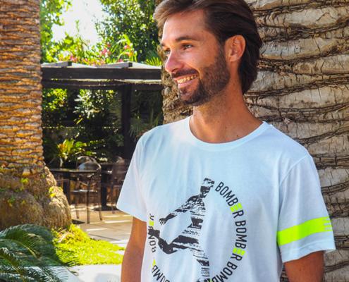 Modello Fantallenatore durante shooting Piutre con T-shirt bomber Tiro