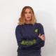La modella Sarah Baderna indossa la Felpa Girocollo griffata Piutre