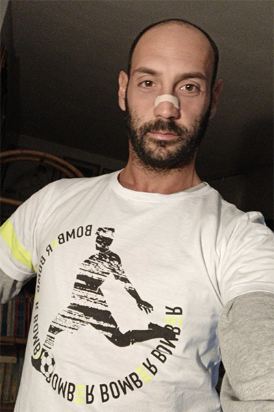 Selfie Fantallenatore con la t-shirt Piutre Fantacalcio line Bomber, modello Tiro