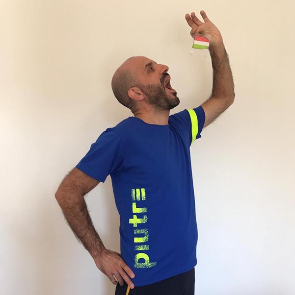 Fantallenatore indossa la t shirt piutre linea gol plus verticalizza