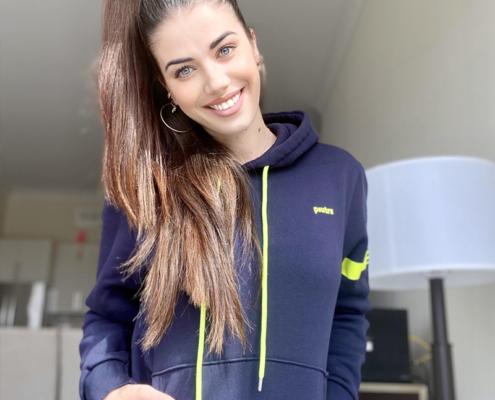 Eleonora Boi indossa la felpa hoodie Piutre Fantacalcio