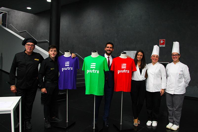 Tshirt Piutre, evento Parma, la cultura si fa sport, sponsor, gruppo magliette Piutre con staff Parmacotto.