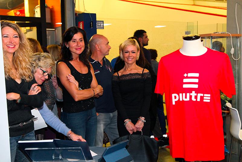 maglietta rossa Piutre, evento Parma, PalaSprint, sponsor, palestra abbigliamento