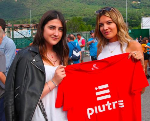 Tifose brescia con maglia Piutre, t shirt Piutre linea gol, ritiro brescia