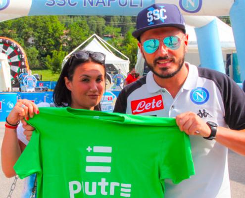 Tifosi Napoli con maglia Piutre, t shirt Piutre linea gol, ritiro Napoli
